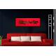 Tableau XXL panoramique rouge au-dessus d'un canapé Lieu fleuri